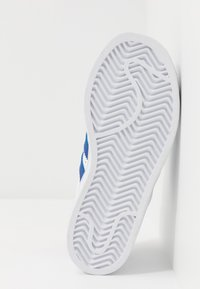 adidas Originals - SUPERSTAR  - Sneakers laag - footwear white/royal blue - 4