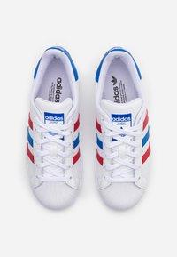 adidas Originals - SUPERSTAR  - Zapatillas - footwear white/blue/scarlet - 3