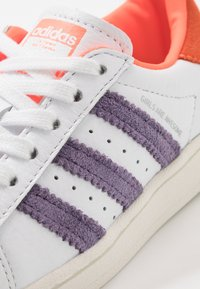 adidas Originals - 2020-04-22 SUPERSTAR GIRLS ARE AWESOME SHOES - Sneakers laag - white - 2