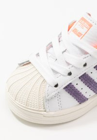 adidas Originals - SUPERSTAR EL I - Sneakers laag - white - 2
