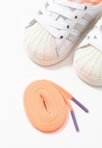 adidas Originals - SUPERSTAR EL I - Sneakers laag - white - 6