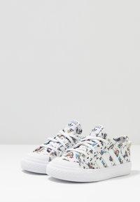 adidas Originals - NIZZA DISNEY SPORT GOOFY - Sneakers laag - footwear white/scarle/core black - 3