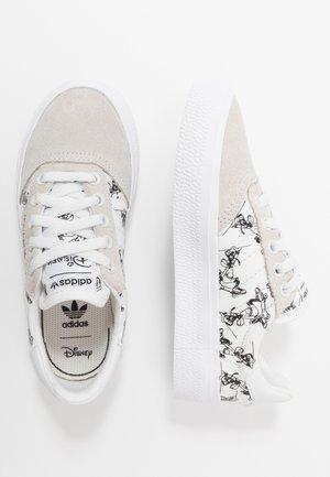 DISNEY SPORT GOOFY - Sneakers laag - crystal white/footwear white/core black