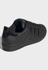 adidas Originals - SUPERSTAR SHOES - Sneaker low - black - 3