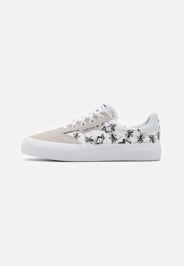 3MC DISNEY SPORT GOOFY VULCANIZED SHOES UNISEX - Sneakers basse - crystal white/footwear white/core black