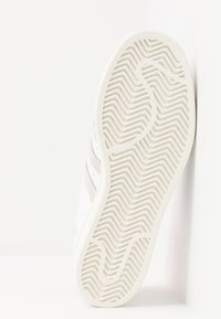 adidas Originals - SUPERSTAR - Sneakers laag - white - 5