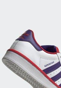 adidas Originals - SUPERSTAR SHOES - Trainers - white - 5