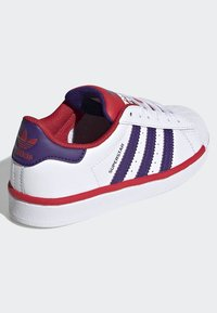 adidas Originals - SUPERSTAR SHOES - Trainers - white - 3