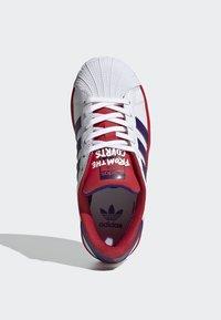 adidas Originals - SUPERSTAR SHOES - Trainers - white - 1