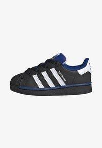 adidas Originals - SUPERSTAR SHOES - Sneakers laag - black - 0