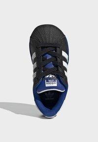 adidas Originals - SUPERSTAR SHOES - Sneakers laag - black - 1