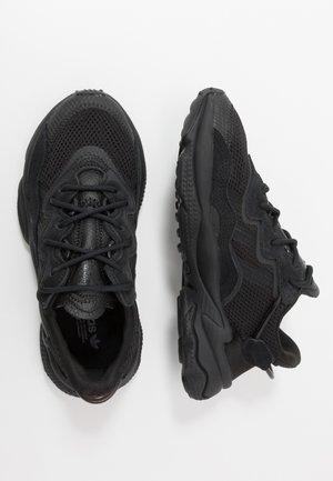 OZWEEGO - Trainers - core black/trace grey metallic