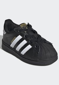 adidas Originals - SUPERSTAR SHOES - Sneakersy niskie - black - 2