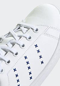 adidas Originals - STAN SMITH SHOES - Sneakers basse - white - 5