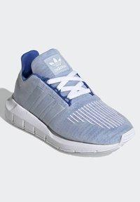 adidas Originals - SWIFT RUN SHOES - Sneaker low - blue - 2