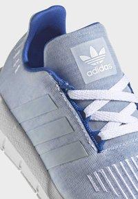 adidas Originals - SWIFT RUN SHOES - Sneaker low - blue - 5