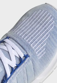 adidas Originals - SWIFT RUN SHOES - Sneaker low - blue - 7