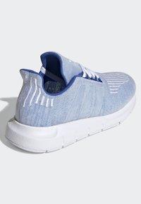 adidas Originals - SWIFT RUN SHOES - Sneaker low - blue - 3