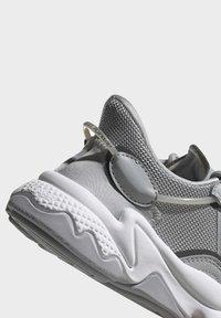 adidas Originals - OZWEEGO SHOES - Sneaker low - grey - 7