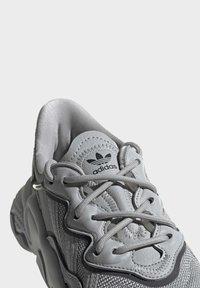 adidas Originals - OZWEEGO SHOES - Sneaker low - grey - 5