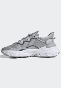 adidas Originals - OZWEEGO SHOES - Sneaker low - grey - 8
