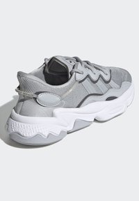 adidas Originals - OZWEEGO SHOES - Sneaker low - grey - 2