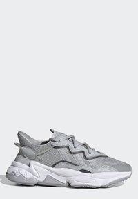 adidas Originals - OZWEEGO SHOES - Sneaker low - grey - 10