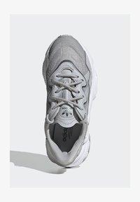 adidas Originals - OZWEEGO SHOES - Sneaker low - grey - 1