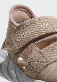 adidas Originals - DOOM SANDALS - Baskets basses - beige - 6