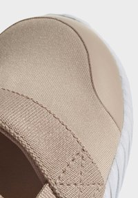 adidas Originals - DOOM SANDALS - Baskets basses - beige - 5