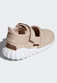 adidas Originals - DOOM SANDALS - Baskets basses - beige - 2
