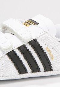 adidas Originals - SUPERSTAR  - Scarpe neonato - white/core black - 5