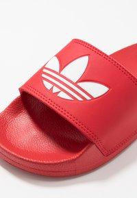 adidas Originals - ADILETTE LITE - Mules - scarlet/footwear white - 2