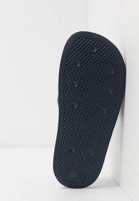adidas Originals - ADILETTE LITE - Mules - core navy/footwear white - 5