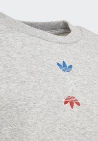 adidas Originals - LARGE LOGO CREW SWEATSHIRT - Sweatshirt - grey - 4