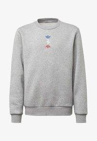 adidas Originals - LARGE LOGO CREW SWEATSHIRT - Sweatshirt - grey - 0