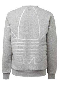 adidas Originals - LARGE LOGO CREW SWEATSHIRT - Sweatshirt - grey - 1