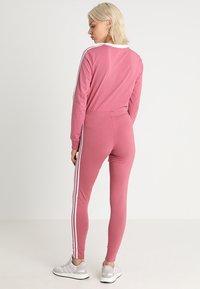 adidas Originals - ADICOLOR 3 STRIPES TIGHTS - Leggings - Trousers - trace maroon - 2