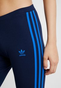 adidas Originals - ADICOLOR 3 STRIPES TIGHTS - Leggings - collegiate navy/bluebird - 5