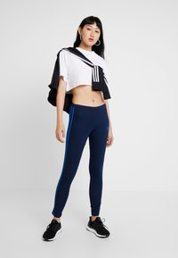 adidas Originals - ADICOLOR 3 STRIPES TIGHTS - Leggings - collegiate navy/bluebird - 1