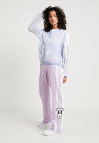 adidas Originals - ADIBREAK PANT - Träningsbyxor - purple glow - 1