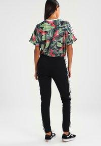 adidas Originals - ADICOLOR REGULAR CUF - Joggebukse - black - 3