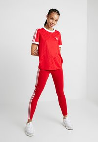 adidas Originals - ADICOLOR TREFOIL TIGHT - Leggings - Hosen - scarlet - 1