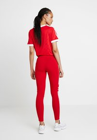 adidas Originals - ADICOLOR TREFOIL TIGHT - Legging - scarlet - 2