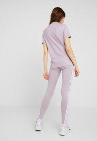 adidas Originals - ADICOLOR TREFOIL TIGHT - Leggings - lilac - 2