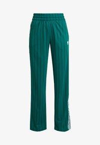 adidas Originals - TRACK PANTS - Teplákové kalhoty - collegiate green - 4