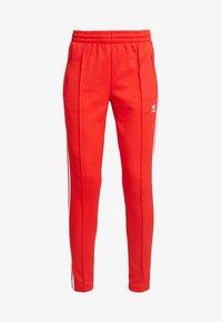 adidas Originals - TRACK PANT - Teplákové kalhoty - active red - 3