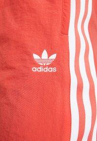 adidas Originals - LOCK UP ADICOLOR NYLON TRACK PANTS - Joggebukse - trace scarlet/white - 5