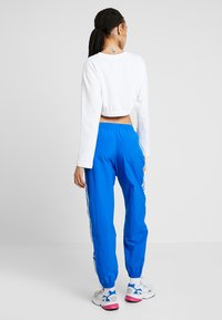 adidas Originals - LOCK UP ADICOLOR NYLON TRACK PANTS - Spodnie treningowe - bluebird - 2
