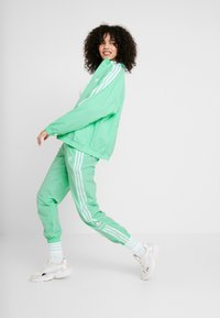 adidas Originals - LOCK UP ADICOLOR NYLON TRACK PANTS - Pantalones deportivos - prism mint/white - 3